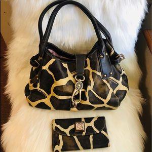 Dooney & Bourke Bags - 🎉SALE🎉 Dooney & Bourke purse & wallet